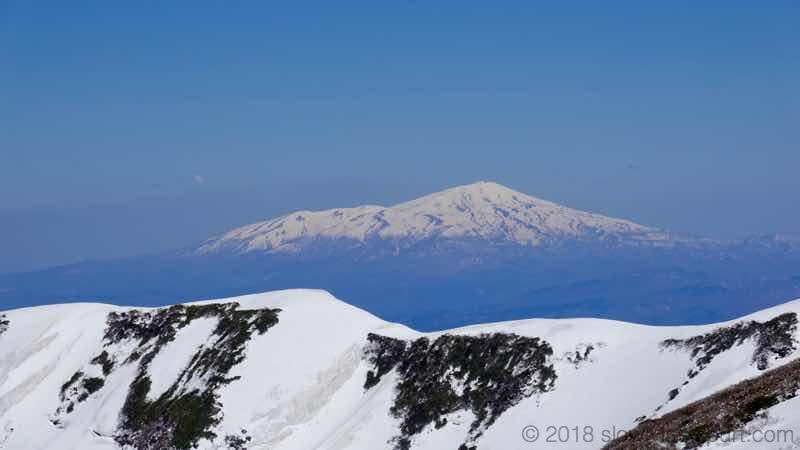 月山スキー場 姥ヶ岳山頂 鳥海山方面