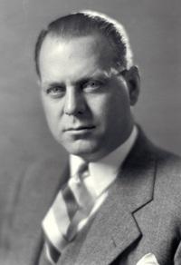 할리 얼(Harley J. Earl, 1893년 11월 22일 ~ 1969년 4월 10일) https://en.wikipedia.org/wiki/Harley_Earl