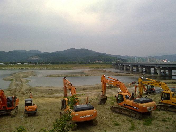 토건 자본을 위한 초대형 버라이어티 삽질 이벤트 '4대강 사업'