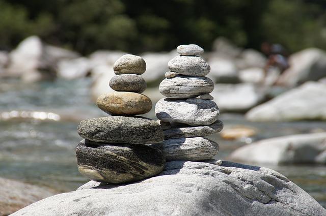 하다못해 돌멩이로 탑을 쌓아도 바닥돌(개념, 정의)이 부실하면 그 돌탑은 쉽게 무너질 수밖에 없다.