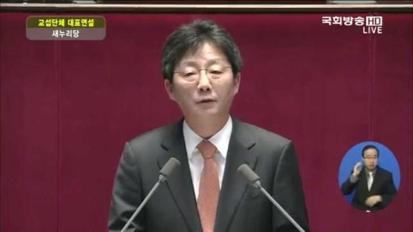 2015년 4월 8일 교섭단체 대표 연설 중인 유승민 의원. 국회방송 갈무리.