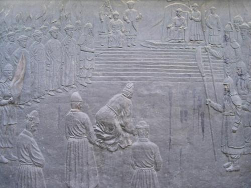인조가 청나라 황제 홍타이지에게 항복하는 장면. (출처 미상)