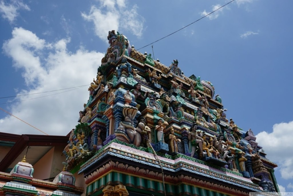 Koneswaram Temple in Trincomalee - entrace and colourful facade