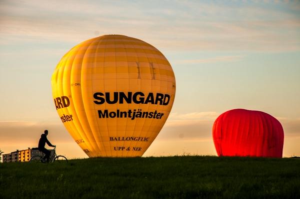 Hot_air_balloons_over_Gardet2