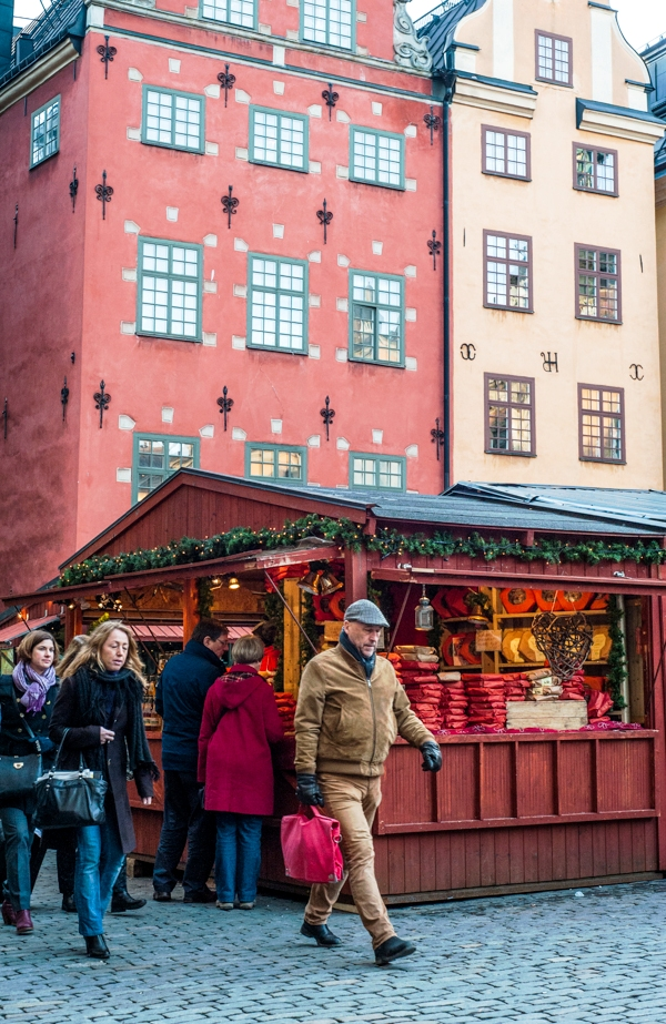 Lola_Akerstrom_Christmas_02