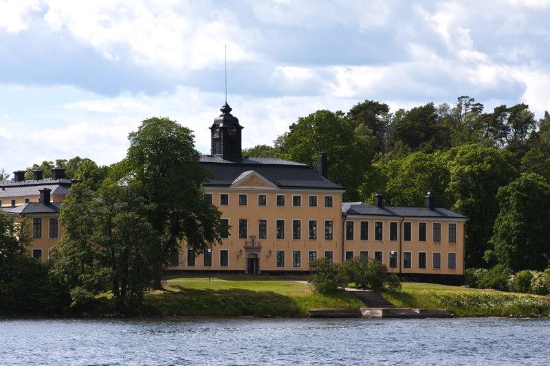Ulriksdal-Slott.waterside