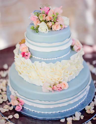 niebieski tort na wesele