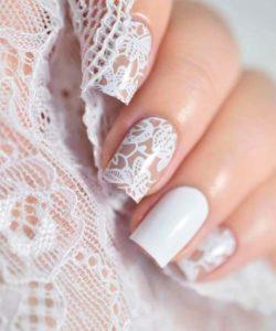 manicure z koronką