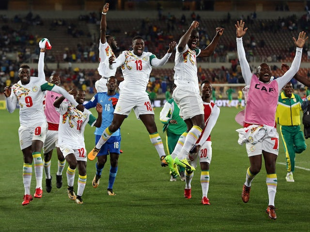 Senegal's players celebrate qualifying for the 2018 World Cup