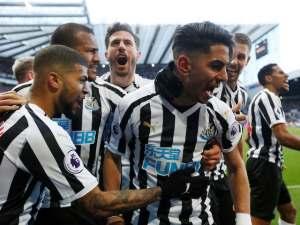Newcastle United forward Ayoze Perez celebrates with teammates after scoring against Everton on March 9, 2019