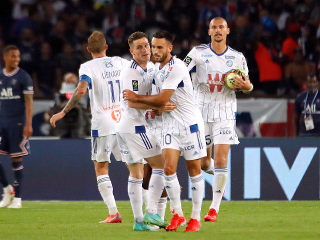 Strasbourg players celebrate against Paris Saint-Germain on August 14, 2021