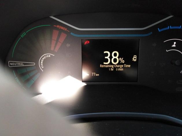 Tableau de bord Dacia Spring pendant une recharge