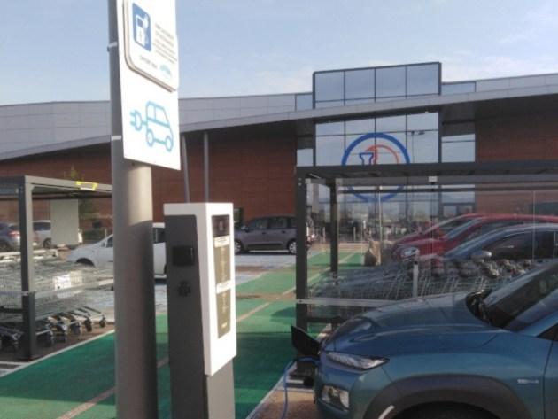 Zone de recharge en centre commercial