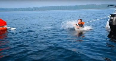 Nu begynder højsæsonen for vandaktiviteter – men pas på det kolde vand