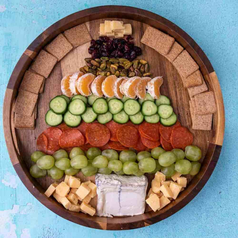 A overhead photo of the christmas tree cheese plate.