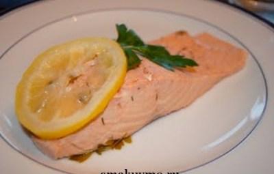 Филе лосося в белом вине