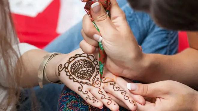 henna applicationEDIT