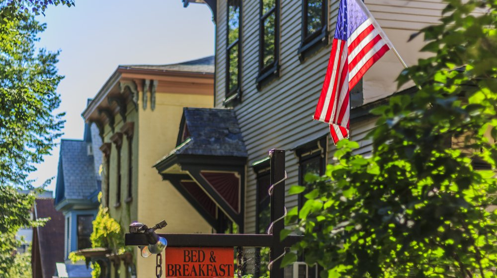 How to Open a Bed and Breakfast Business