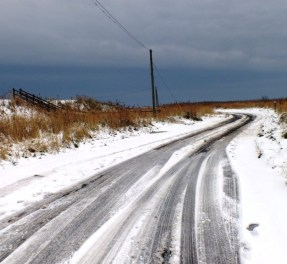 Icy road to the beach