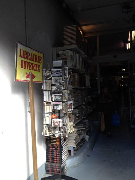 Librairie de l'Avenue Les Puces (c) éa marzarte