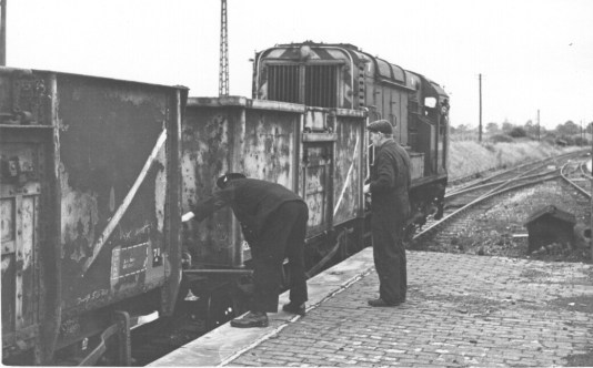 Smallford - 17 Uncoupling coal wagons from Hatfield Oct 1967