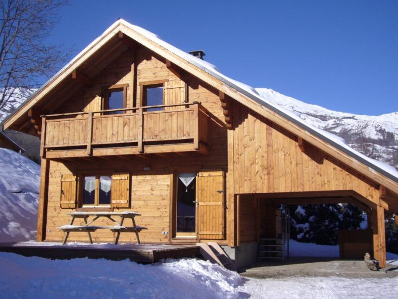 Snug ski chalet in the French Alps   Small House Bliss A cozy ski chalet in the French Alps with 3 bedrooms in 846 sq ft