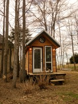 20140203mo-tennesee-tiny-homes-happy-mendys-drop-off