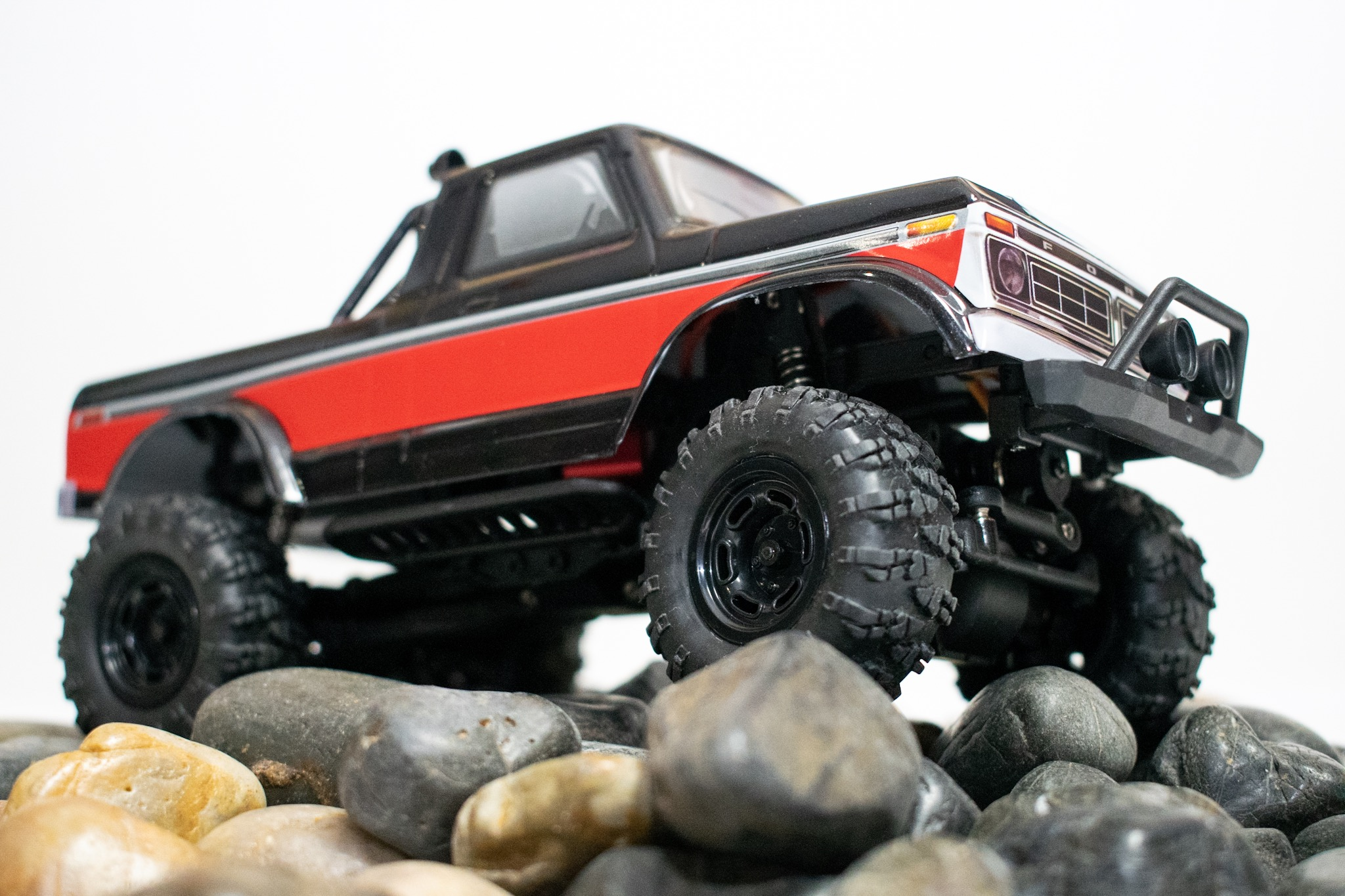 Carisma Scale Adventure MSA-1E 1976 Ford F-150 - Indoor Crawl 4