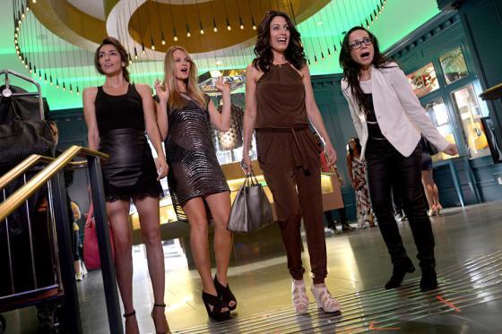 girlfriends guide to divorce, girlfriends guide to divorce cast, girlfriends guide to divorce fashion