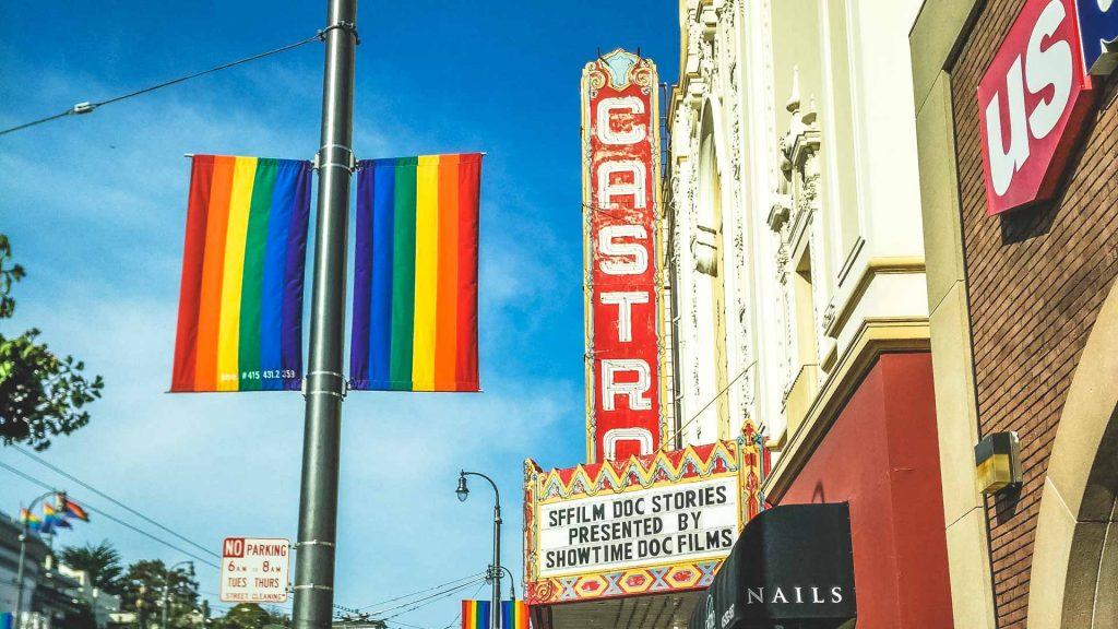 Strada del quantiere Castro bandiera dei gay