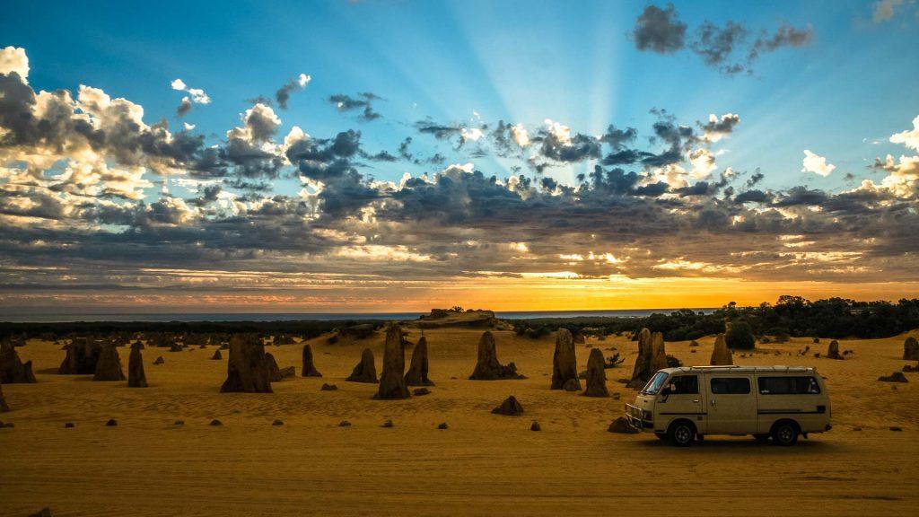 Van nel Pinnacles desert al tramonto