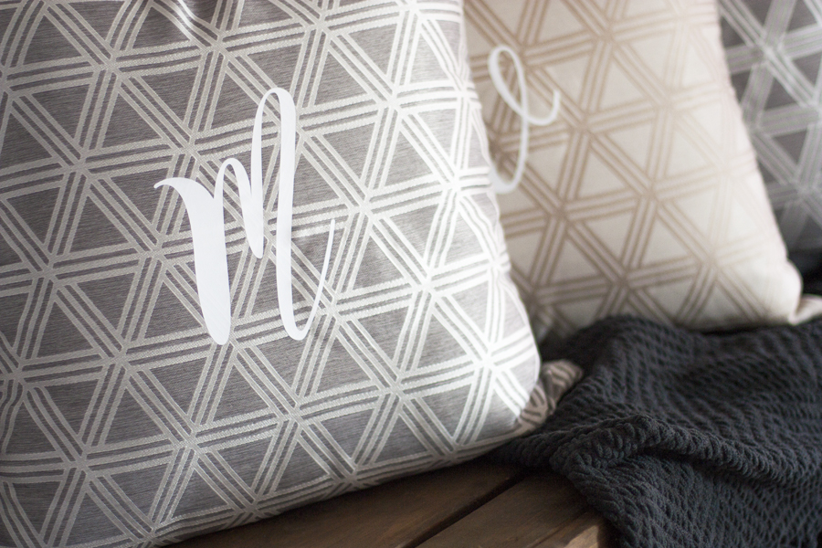 Make these DIY monogram pillows in just a few minutes! This is a really quick Silhouette project that makes personalized DIY gifts perfect for weddings, Christmas, and birthdays.