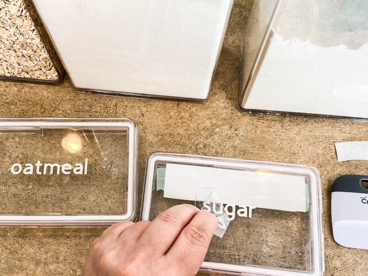 pantry-container-lids-with-white-labels