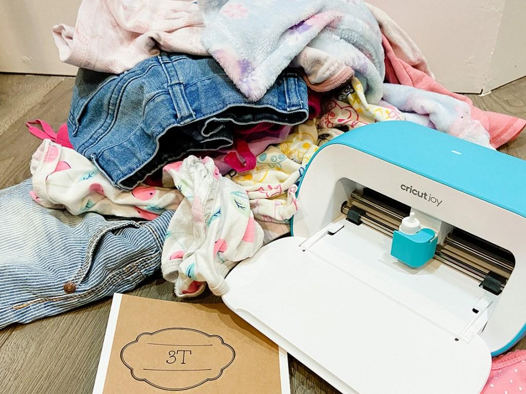 kids clothes with cricut joy machine and a 3T label
