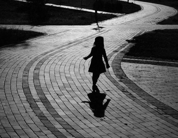 Un sac : la sombre destinée d'une enfant pas comme les autres