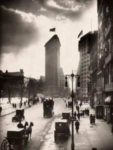 """New York en 1918, où se déroulent certaines scènes de """"Les Vies parallèles de Greta Wells""""."""