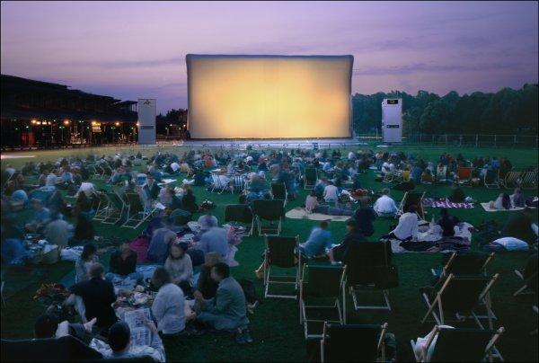la villette - Cet été à Paris, c'est cinéma en plein-air cinéma plein air copyright planete campus
