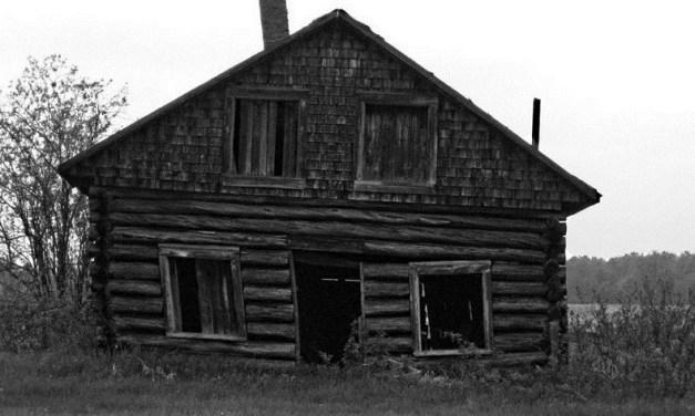 Pierre noire : maison hantée en campagne française