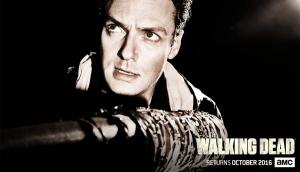 sdcc - #SDCC - Walking Dead tease son retour avec affiches et reconstitution pour la saison 7 the walking dead season 7 poster aaron