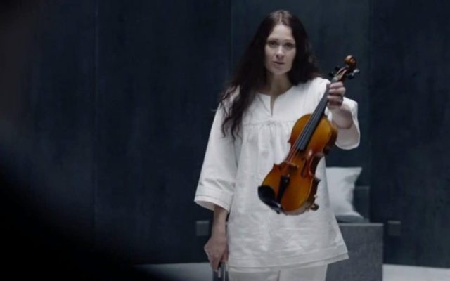 BBC - Sherlock, The Final Problem : son dernier coup d'archet (100% spoilers) eurus violin xlarge trans NvBQzQNjv4Bq1Cw znh0xw4c9amLNKQzpVPDscuO0A3J RJLm6TR6g