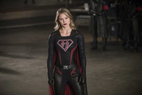 crisis on earth-x - Crisis on Earth-X : le crossover qu'on n'attendait plus entre Supergirl, Arrow, Flash et Legends of Tomorrow crisis on earth critique