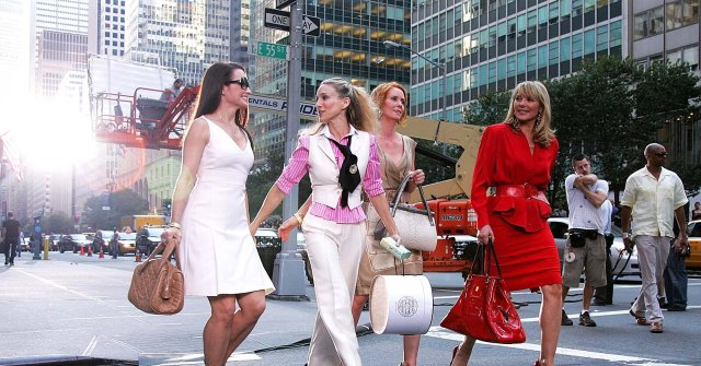 """Kristin Davis, Sarah Jessica Parker, Cynthia Nixon and Kim Cattrall on Location for """"Sex and the City: The Movie"""