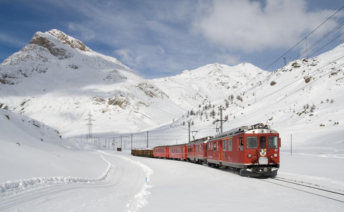 Bernina Express in Winter_by Kabelleger_David Gubler_Public domain_via Wikimedia Commons