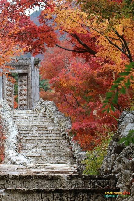 SGMT Japan Lake Kawaguchi Momiji Kairo 03 Stairs to nowhere