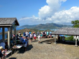 View of the lookout point, stalls, and places in the shade.