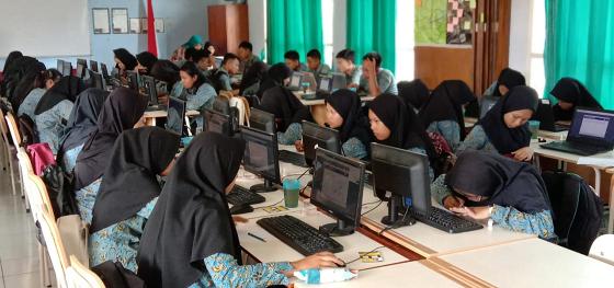 Ratusan Siswa SMP Negeri Berburu Kursi PPDB di SMANAS 3