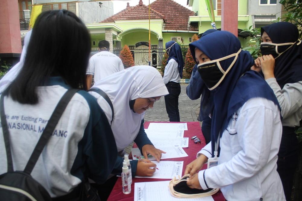 Penandatanganan Pakta Integritas Peserta Didik Baru SMA Nasional Malang Tahun Pelajaran 2020/2021 Gelombang I 3