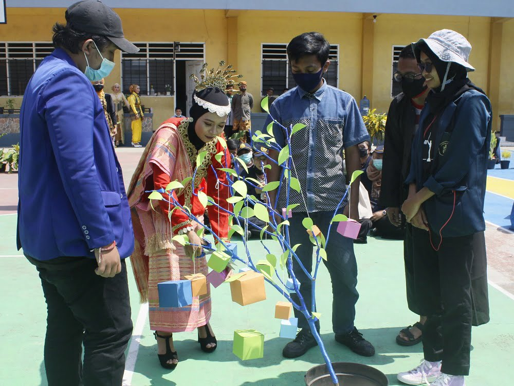 Penganugerahan Alumni Berprestasi SMANAS dalam Cangkrukan Bung Tomo di Hari Sumpah Pemuda 8