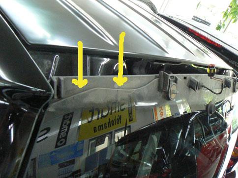 スマートのリアガラスの雨漏れ修理