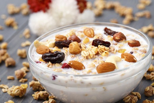 Frutta secca e yogurt sul podio degli alimenti contro la stanchezza